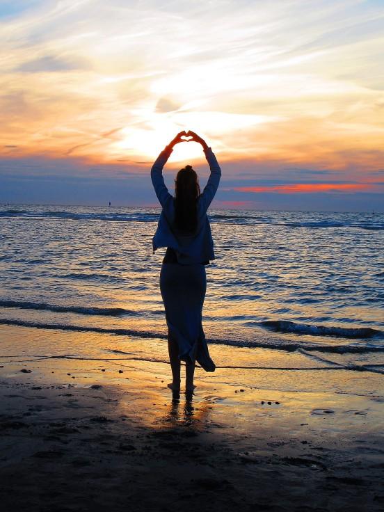 beach-1573213_1920.jpg